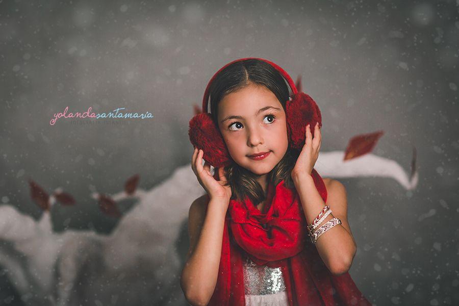 Niña de color rojo Navidad